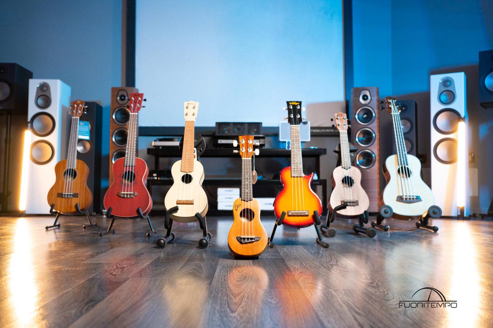ukulele-sfondo-azzurro